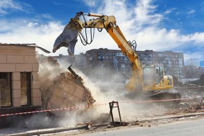 Démolition d'un bâtiment pour un chantier
